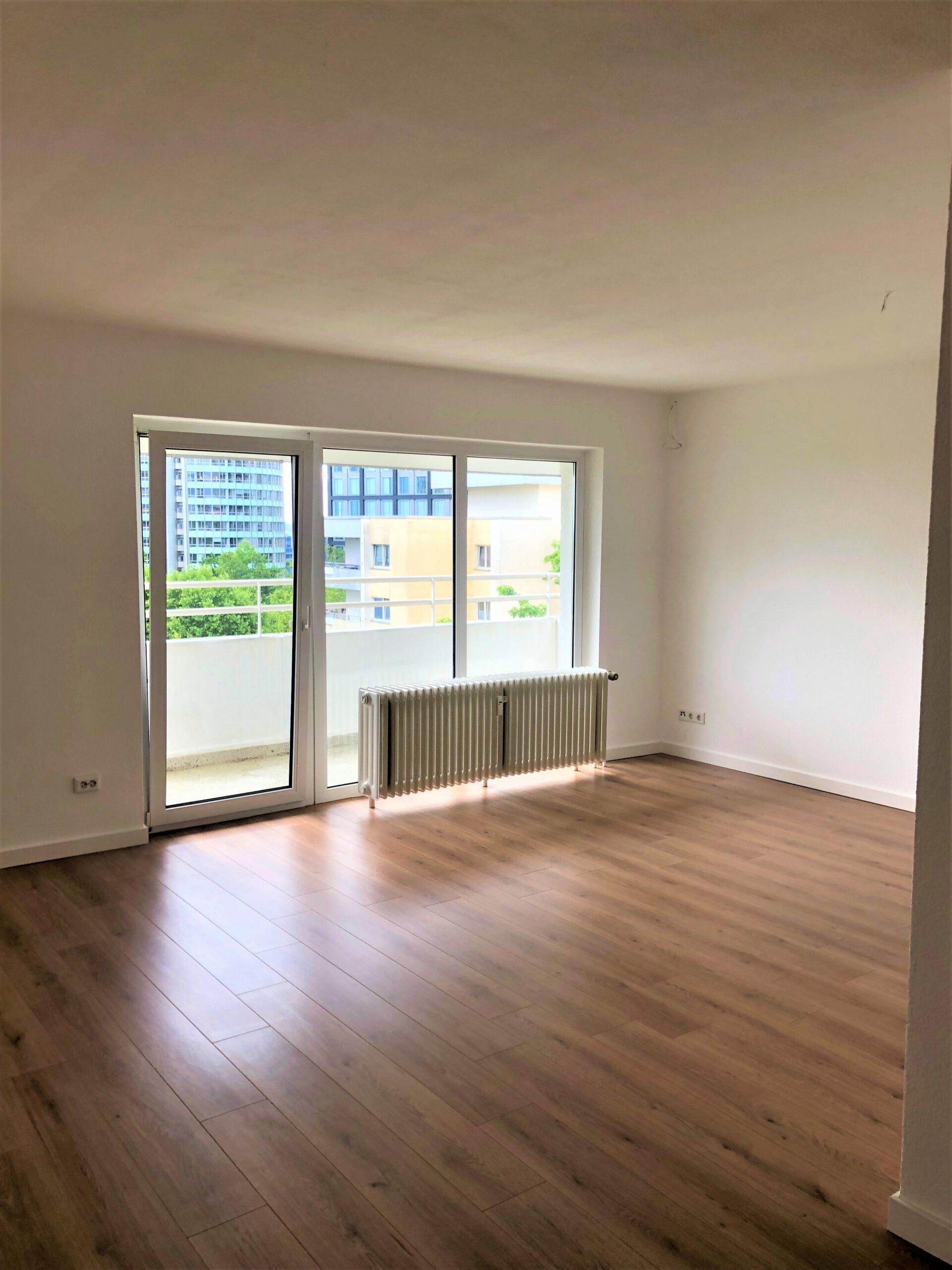 Helle, renovierte 3 Zimmerwohnung mit Aufzug und Balkon in Eschborn!
