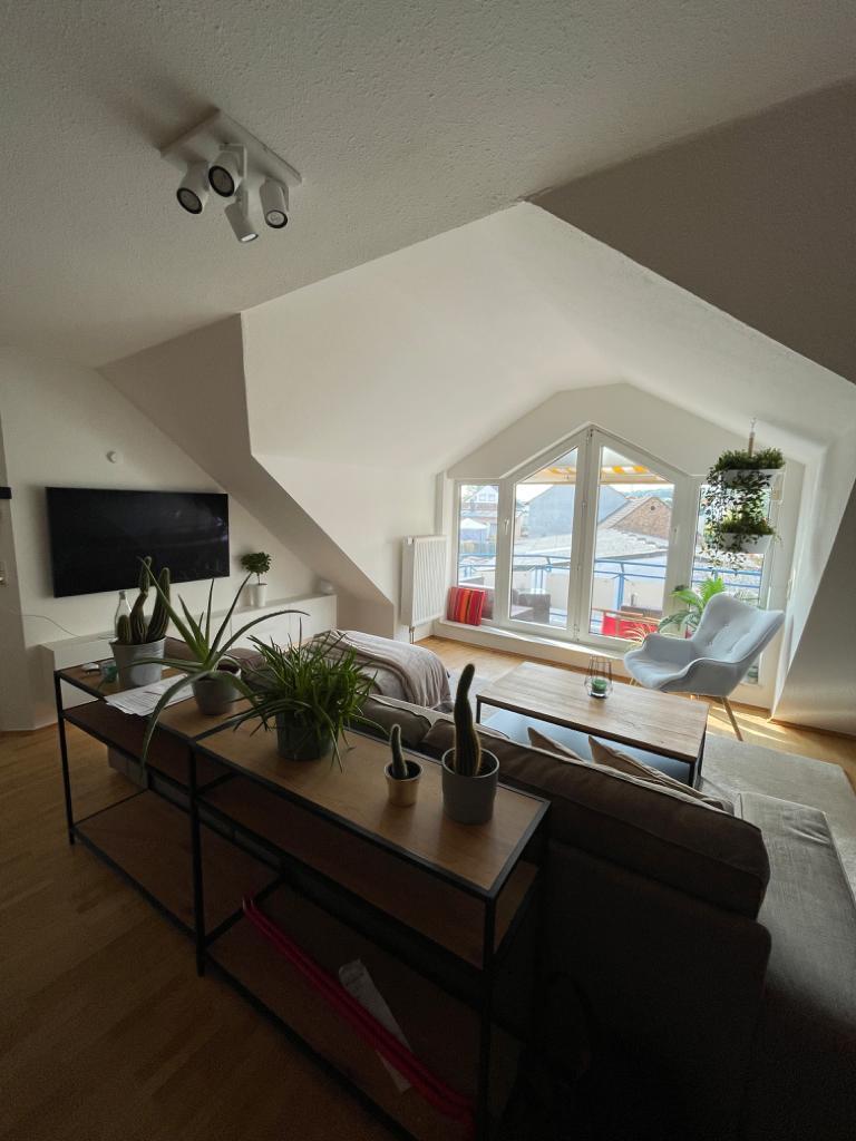2,5 Zimmer DG-Maisonette Wohnung in Schwalbach zu vermieten!